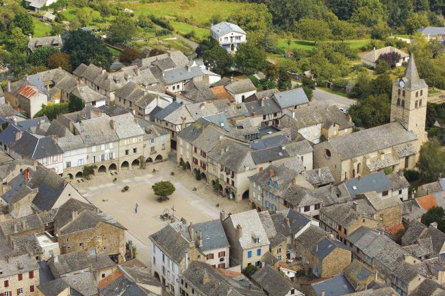 Aveyron. Sauveterre de Rouergue. Chambre d'hote Aveyron. Occitanie. Etape VRP. Calendrier de l'Avent grandeur nature.